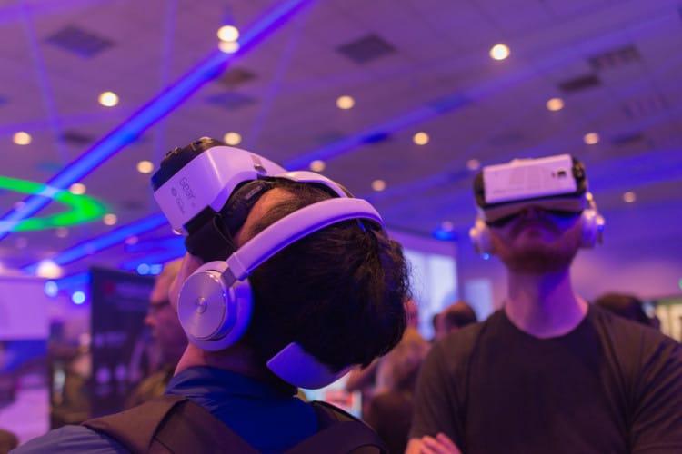 [au lendemain de la conférence de lancement du Smartphone Samsung S7, où le support du lancement était la VR et non une vidéo, où environ 2000 personnes avaient un casque GearVR sur les yeux, où Mark Zuckergerg en personne fait le show de sa future plateforme software, on ne peut penser que la réalité virtuelle... […]